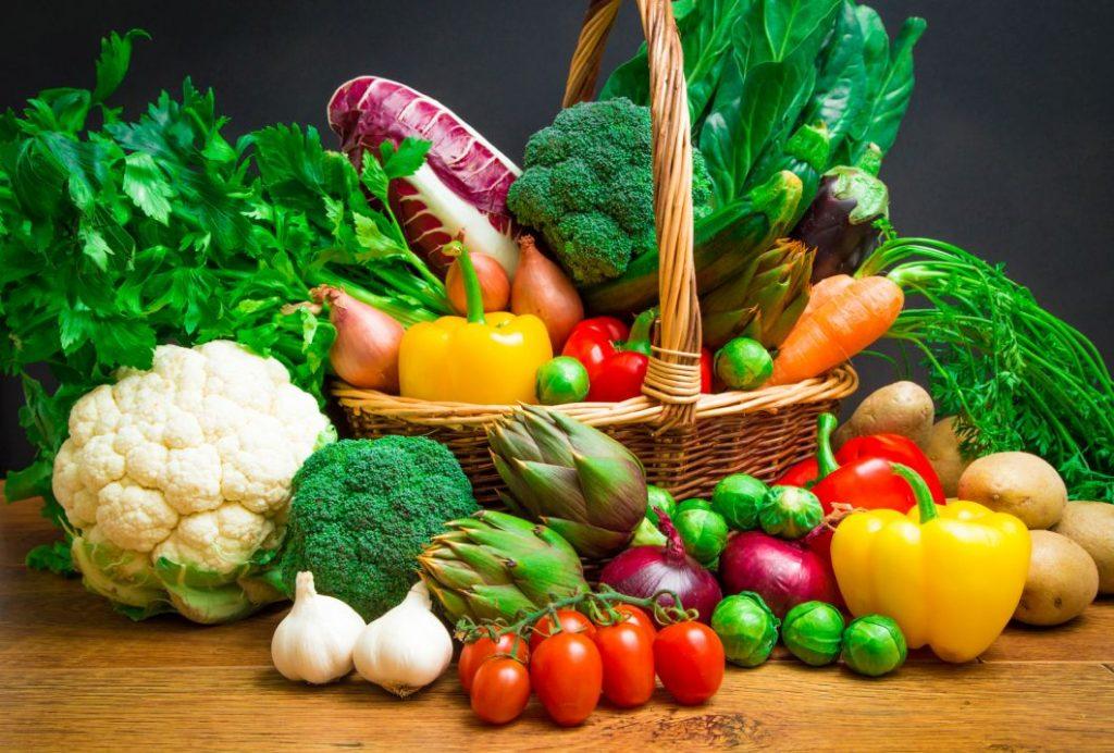 wyposażenie warzywniaka w owoce